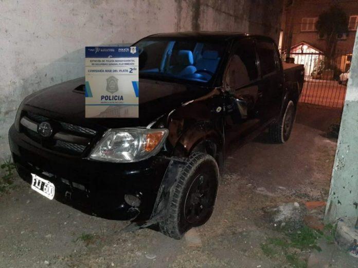 Un motociclista que se desempeñaba como delivery murió tras ser atropellado por una camioneta