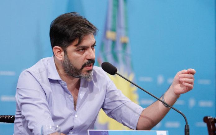 El jefe de Gabinete, Carlos Bianco, recibió el resultado negativo del hisopado