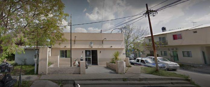 Detienen a un jefe de calle de una comisaría de Berisso por extorsión