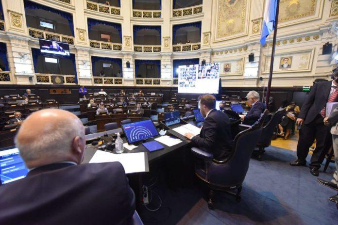 Kicillof obtiene su primer presupuesto propio tras un acuerdo con la oposición