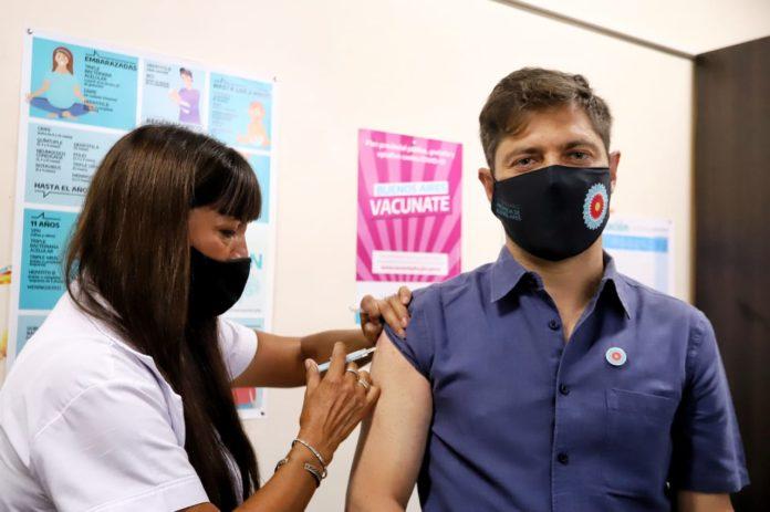 """Arrancó la vacunación y Kicillof dijo que """"es el principio del fin de la pandemia"""""""