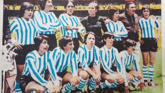 Se homenajea a las jugadoras recordando la hazaña de Las Pioneras en México.