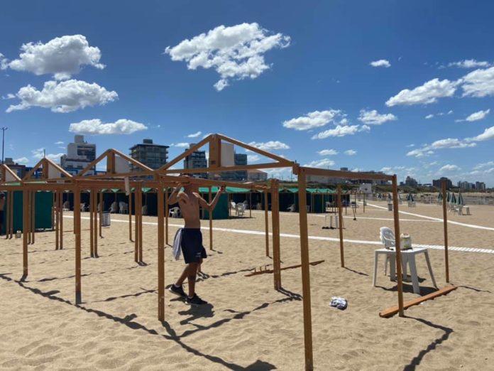 El intendente de Mar del Plata, Guillermo Montenegro, anunció ayer la ampliación del espacio de las playas públicas