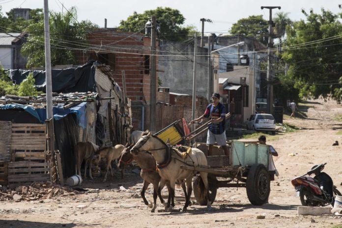 La pobreza fue del 40,6% en el primer semestre y golpea a 18,6 millones de personas