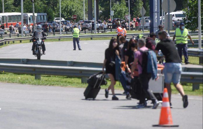 El aeropuerto de Ezeiza estuvo bloqueado varias horas por trabajadores de la empresa Latam