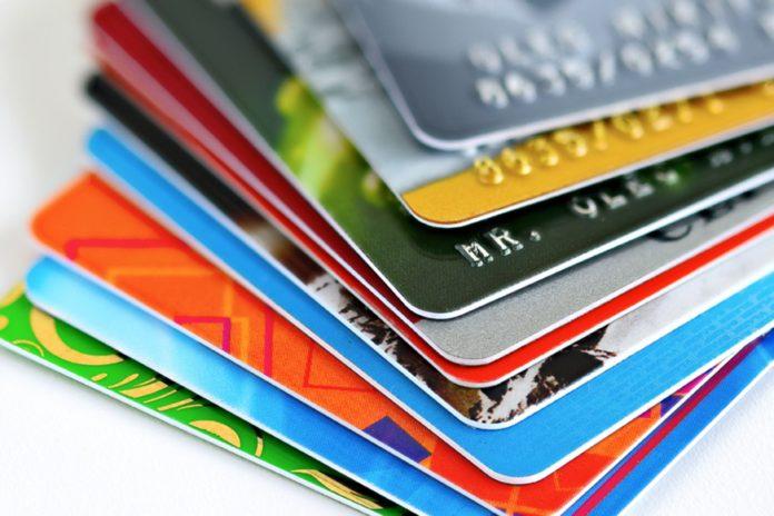 El consumo con tarjetas creció en forma interanual por primera vez en cuatro meses