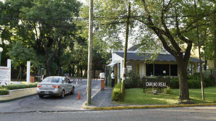 La entrada del country de San Isidro donde ocurrió el abuso denunciado. (Twitter)