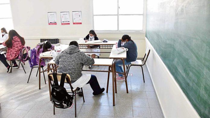 Para Trotta, la mayoría de las escuelas abrirán el 1º de marzo.