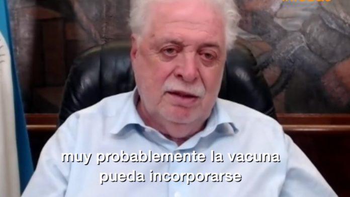 """González García en la entrevista donde afirma que """"probablemente la vacuna se agregue en el calendario 2022"""". (Captura de video)"""