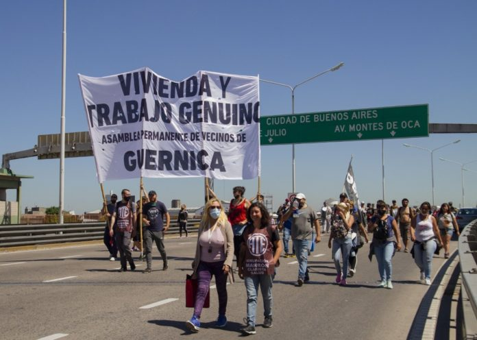 El corte de ayer en el Puente Pueyrredón fue levantado tras la promesa de la reunión de este viernes. (Télam)