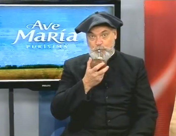 """Sidders en el programa de TV """"Ave María Purísima"""", que conducía en 2014. (YouTube)"""