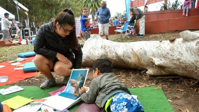 El gobierno bonaerense lanzó un programa para fomentar la lectura con poesía, música y títeres