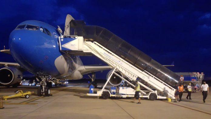 Partió el avión que traerá 550 mil vacunas de Rusia