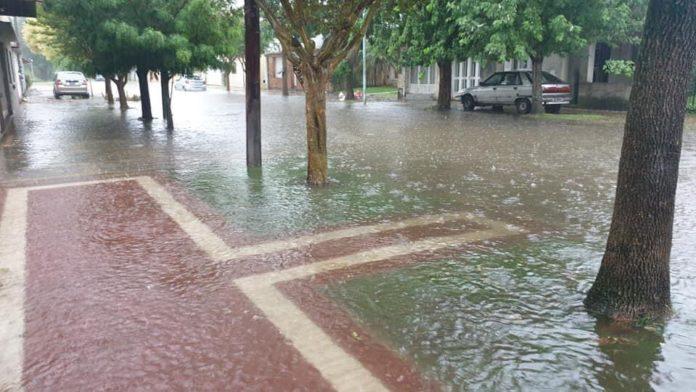 Fuertes lluvias generaron inundaciones en Dolores y Villa Gesell