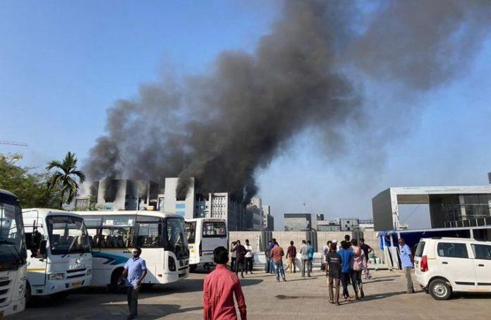 Temor por incendio en instalaciones de uno de los mayores productores de vacunas
