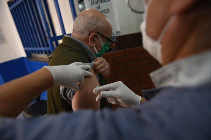 Cerca de la mitad de los anotados para recibir la vacuna pertenece a grupos de riesgo