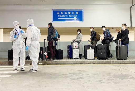 """La OMS estudia la posibilidad de implementar """"pasaportes de vacunación"""" en viajes internacionales"""