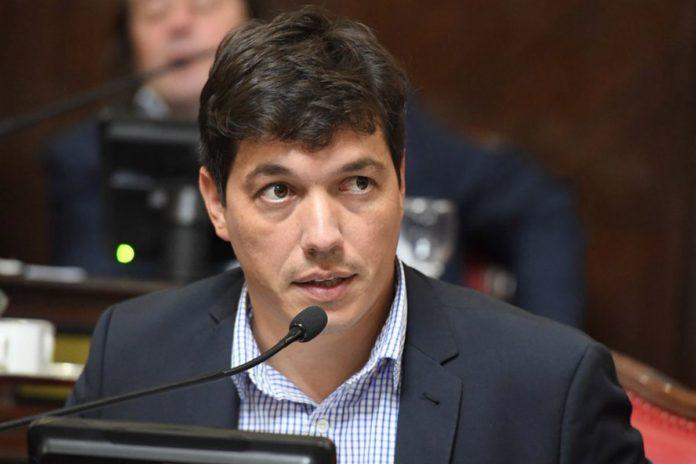 """""""No es tiempo de posicionamientos personales"""", afirmó el presidente del bloque del FdT en el Senado bonaerense."""