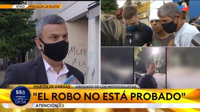 Martín de Vargas, el abogado de los jóvenes atropellados, habla con la prensa en la fiscalía. (Captura de video)