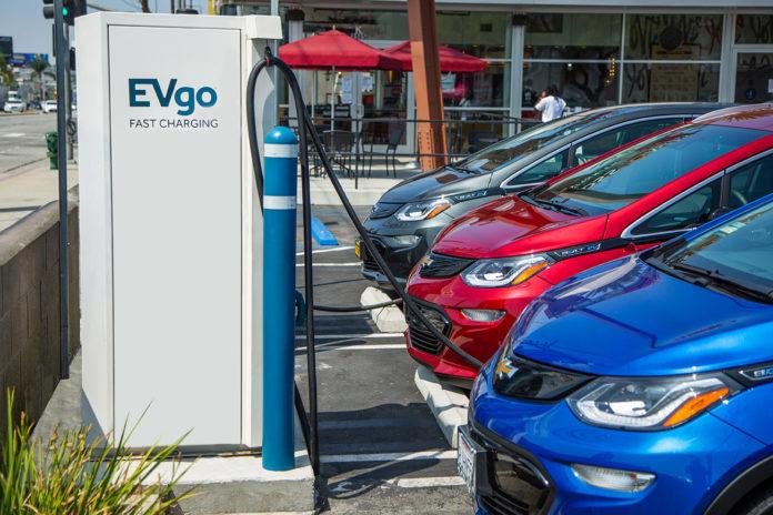 Cada vez son más las compañías automovilísticas que se pasan al auto eléctrico. (GM.com)
