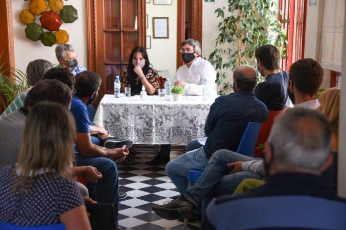 El ministro Javier Rodríguez reunido en Tandil con representantes de Federación Agraria. (Prensa MDA)