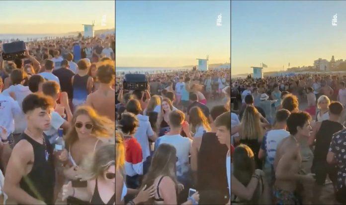 Algunas imágenes captadas por el usuario de Twitter @TanitoFesta, que muestran al grupo de jóvenes peleando rodeados por otros cientos que miran y filman.