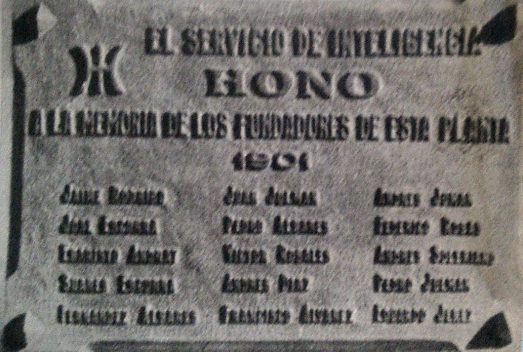 """La placa de la entrada de la """"clínica"""", con el símbolo de Ummo y la mención a HONO, supuesto servicio de inteligencia extraterrestre. (El Ciudadano)"""