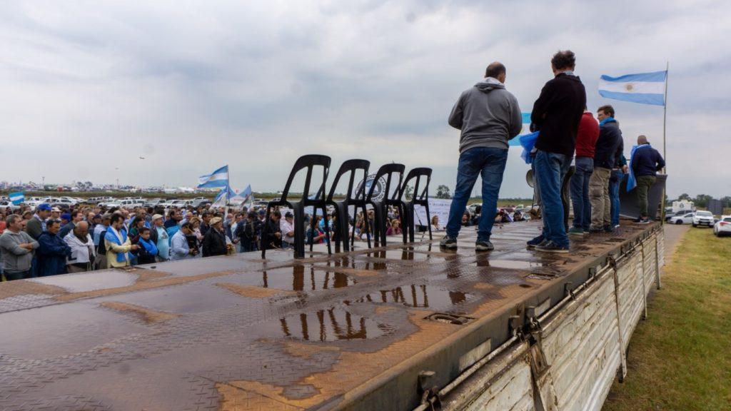 Los productores autoconvocados contra la suba de retenciones en Expoagro. (DIB - Marcelo Metayer)