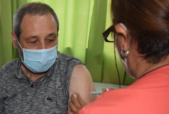 Con síntomas leves, dio positivo un intendente que se había aplicado las dos dosis