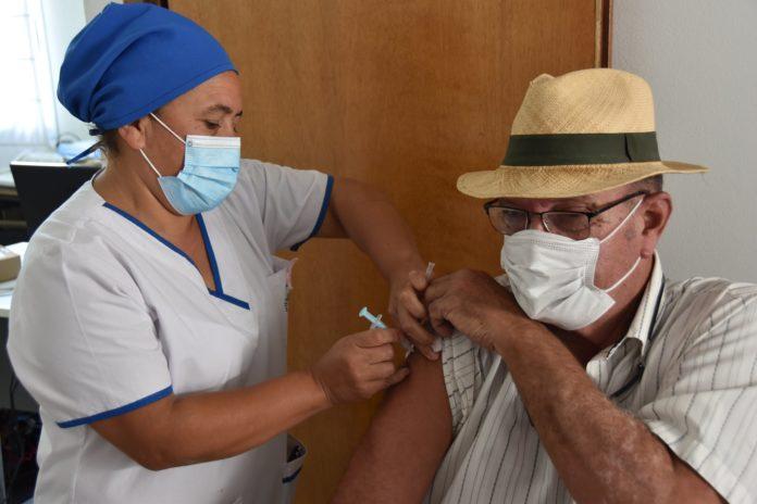 Vacunados en la política: son al menos 61 los intendentes bonaerenses inmunizados