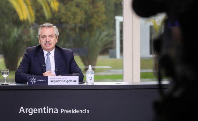 """Fernández le pidió a Vizzotti que """"protocolice al máximo"""" la aplicación de vacunas"""