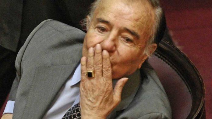Investigan el robo de un anillo de oro de Carlos Menem, cuando estaba convaleciente