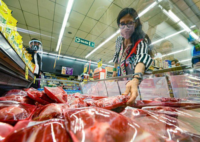 """Español dijo que el Gobierno busca """"equilibrar"""" exportaciones de la carne con el mercado interno"""