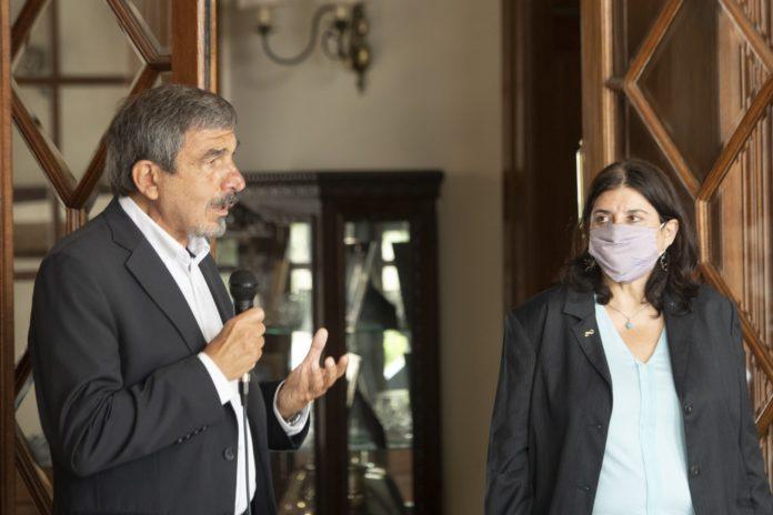 Dos ministros nacionales desmintieron haberse vacunado contra el coronavirus