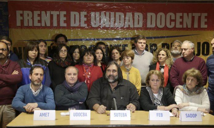Los gremios docentes reclamaron al Gobierno de Kicillof que los convoquen a discutir salarios