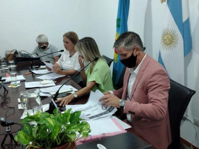 Otra polémica: denuncian que concejales del FdT y funcionarios de Navarro recibieron la vacuna