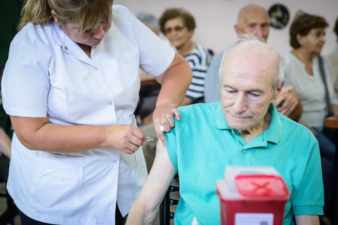 Dosis, turnos y lugares: ¿Cómo es el operativo de vacunación para mayores de 70?
