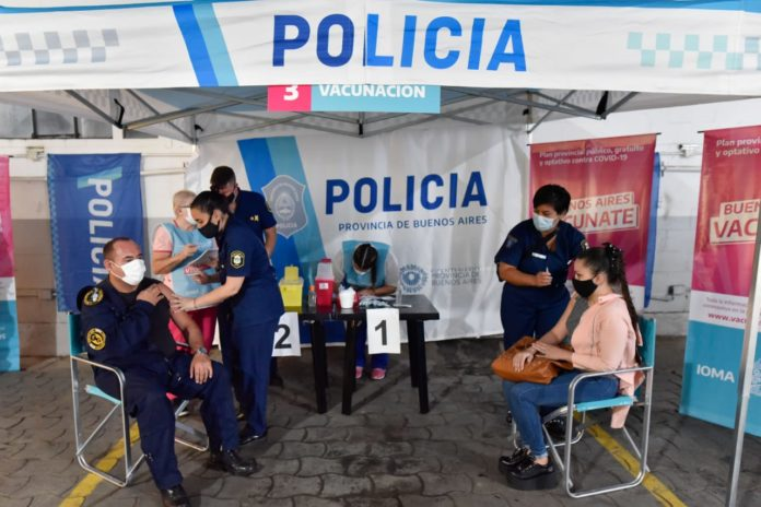 La Provincia comenzó a vacunar a personal de fuerzas de seguridad