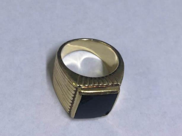 La Policía recuperó el anillo robado a Menem en diciembre, presuntamente por uno de sus enfermeros. (Télam)