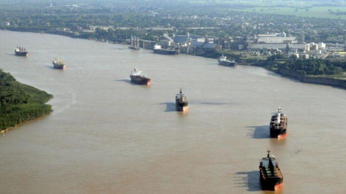 El senador Francisco Durañona afirmó que el Estado debe recuperar el control de la Hidrovía.