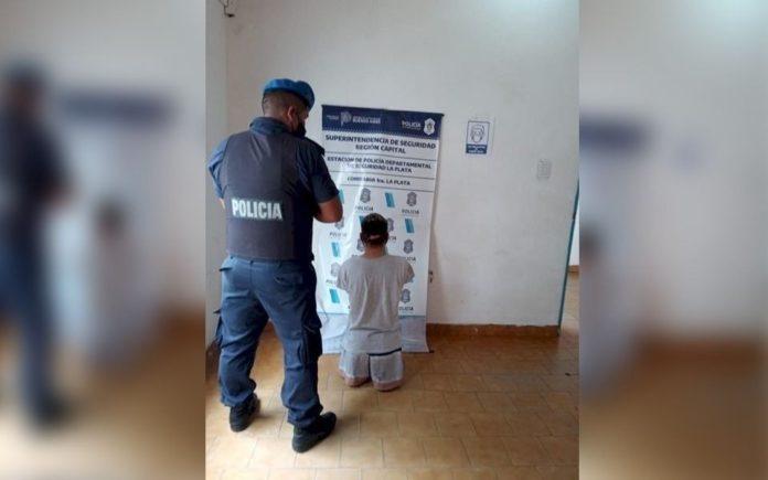 El ladrón fue detenido y pasó la noche en la Comisaría 1ª de La Plata.