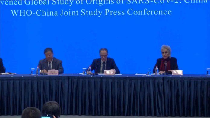 Los expertos de la comisión conjunta de China con la OMS en la rueda de prensa. (Captura de video)