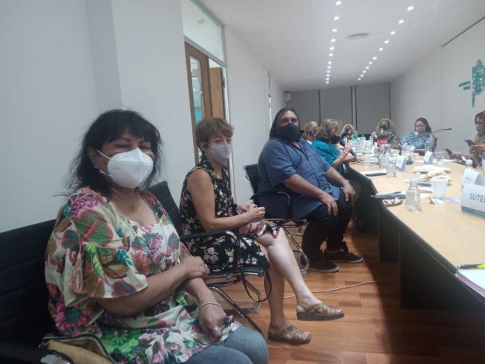 Los representantes de los gremios en la reunión de anoche con el Gobierno provincial. (suteba.org.ar)