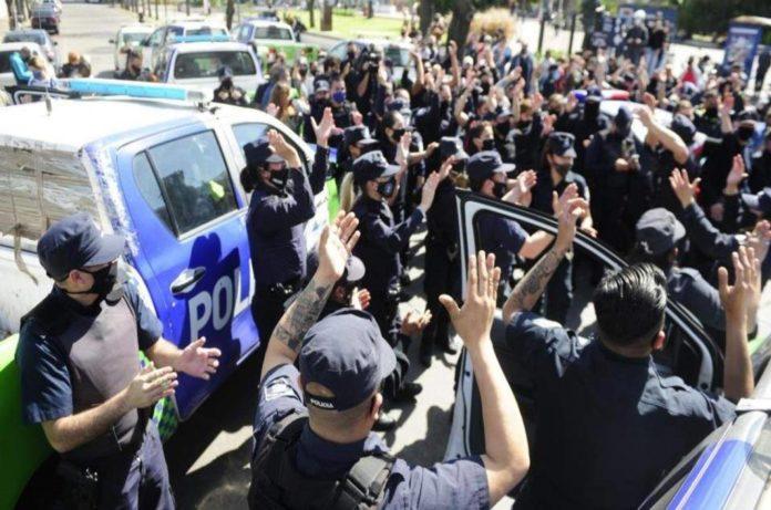 """Efectivos policiales protestarán por mejores sueldos, entre otros puntos, el próximo jueves 11 de febrero. (Facebook """"Policía Reclamando"""")"""