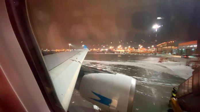 El vuelo AR1065 pasó seis horas en el aeropuerto de Moscú por una fuerte tormenta que afectó la ciudad.