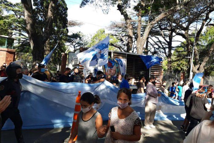 Tensión en Olivos: Sindicalistas cruzaron a manifestantes