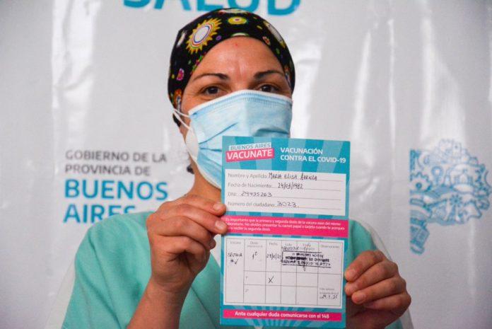 "El gobernador bonaerense afirmó que ""cada semana conseguimos otra remesa"" de las vacunas contra la Covid-19. (Twitter)"