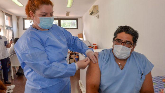 Provincia: el 98% de los trabajadores de la salud inscriptos ya están vacunados
