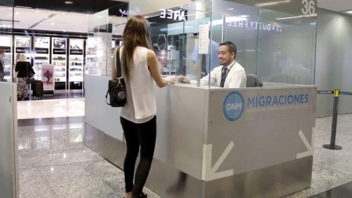 Las principales autoridades del Ministerio de Salud bonaerense volvieron a advertir esta mañana sobre la necesidad de restringir los viajes al exterior