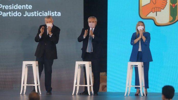 """Fernández: """"Cuidamos la salud de los argentinos mientras otros hacen Zoom en la cama"""""""